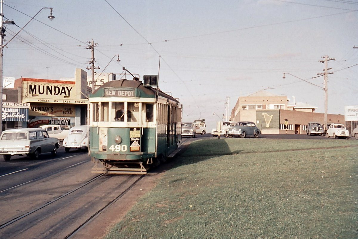 W2 No. 490 at the Harp of Erin in East Kew. 1963. Photo Source – Melbourne Tram Museum